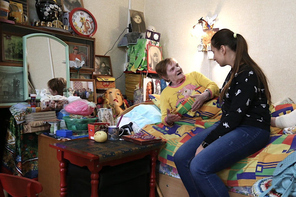 Сотрудники ВКТ передали Чкаловскому дом-интернату для престарелых традиционные новогодние подарки